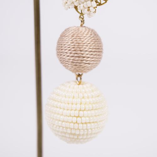 日本製の極小ビーズを使用したボール玉は、ビーズを糸に通し、玉に巻きながらのり付けするので、とても時間も手間もかかる商品です☆