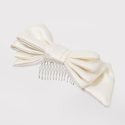 アシンメトリーデザインのリボンがキュートなコームタイプのヘッドドレス
