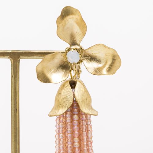 真鍮パーツならではの元々の色ムラも、あえてメッキをせず残すことで、味わいあるヴィンテージ感を演出しました