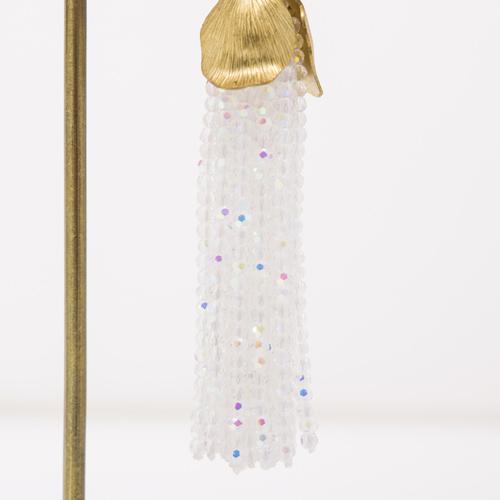 タッセルに使用したガラスビーズには、オーロラ加工を施して輝きをON☆