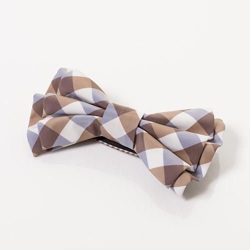 大小のギンガムチェック柄をMIXさせて、可愛らしさをプラスした蝶ネクタイ