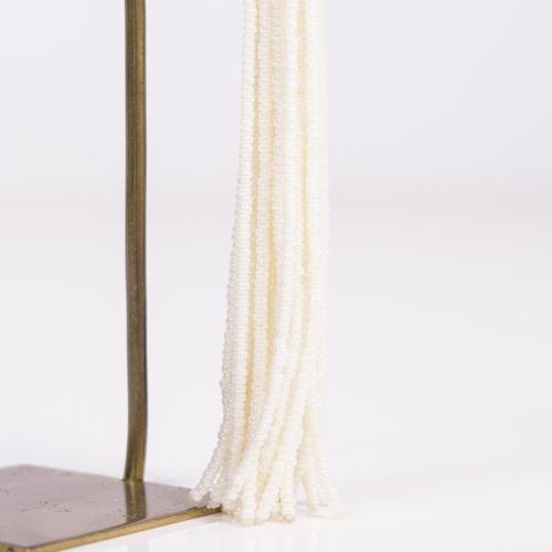 日本製の極小ビーズを使用したTOP部分は、ビーズを糸に通し、玉に巻きながらのり付けするので、とても時間も手間もかかる商品