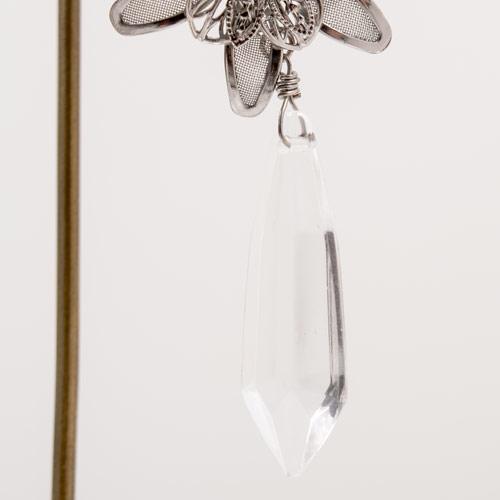 一番下についているガラスパーツのカットは珍しく、貴重なパーツです