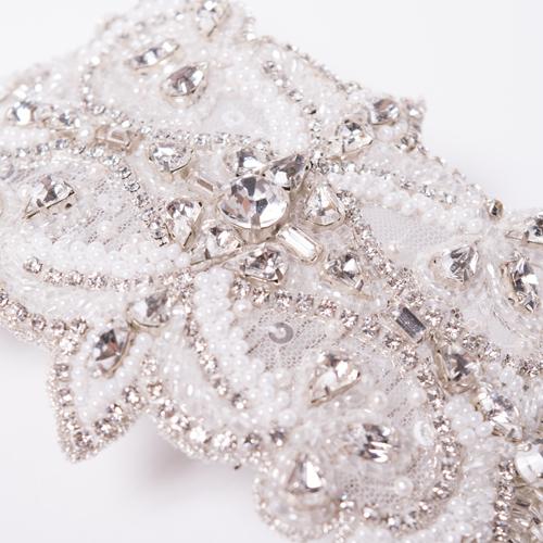 キラキラと輝きながらもオフカラーが入る事で、花嫁らしい清楚で優しい印象を与えてくれます