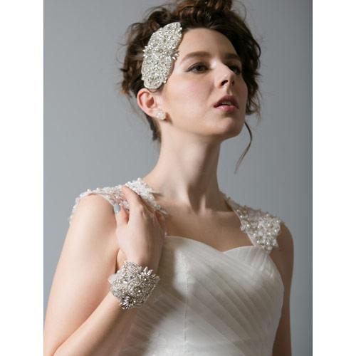 同ブランドのヘッドドレスとのセット使いがオススメです