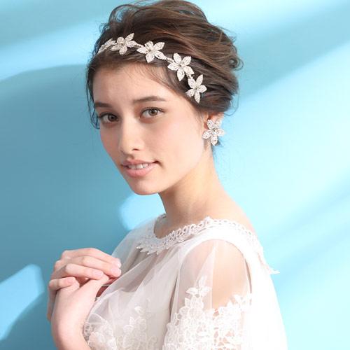 贅沢にクリスタルを配したフラワーモチーフのヘッドドレス
