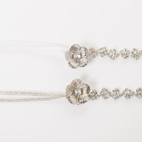 リボンはNYスタイルの「シルバー」と花嫁さんの間で人気のある「ホワイト」の2種類からお選びいただけます!