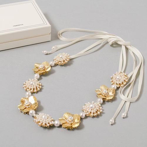 海外の花嫁さんの間で人気のあるゴールドアクセサリーは、日本のウェディングでも取り入れたいアイテムのひとつ☆
