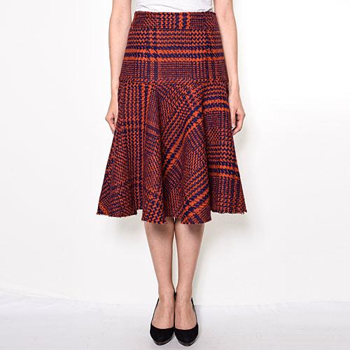 マーメイドシルエットが女性らしいカーヴィーなラインを作る、チェック柄スカート