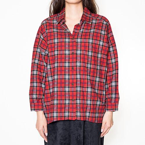 ルーズな着こなしが出来る、ダブスタらしいデザインのネルシャツ