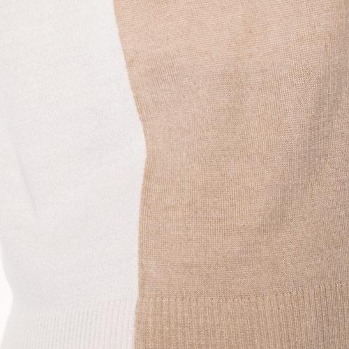 薄手ですが暖かみのあるウール混の素材です