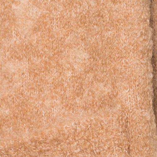 ボリュームあるブークレ素材は、たっぷりと空気を含みゆったりと編込む事で表現出来る素材です