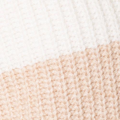 落ち感とコシのある糸にカシミヤを加える事により、風合いと柔らかい触感を作り出しました