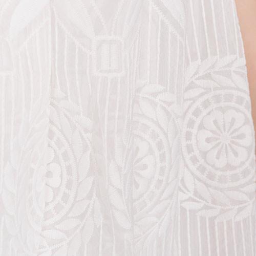 美しい刺繍が上品で、コーデをグンと華やかにクラスアップしてくれます♪