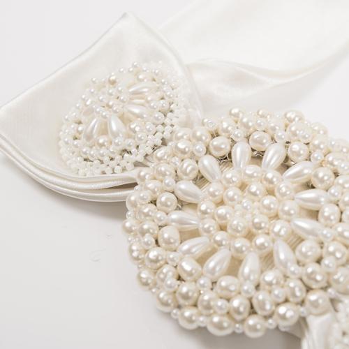 ホワイトのパールビジューがふんだんにあしらわれ、上品な花嫁スタイルにぴったり☆