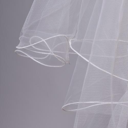 細いワイヤーで縁取りをした「メロウベール」は、ふんわりとした動きのあるボリューム感をつくります