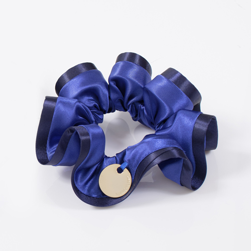 バイカラーパレットシュシュ(M)のブルーです