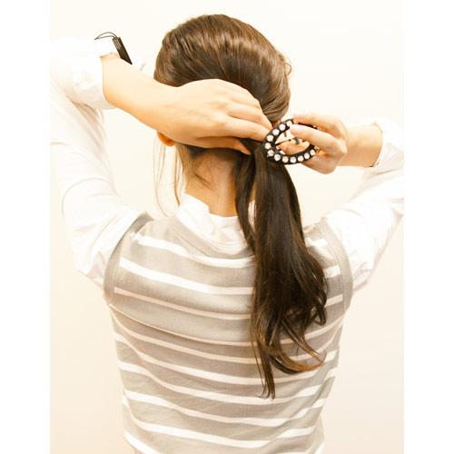 3. (2)で余った毛先をピンで留める