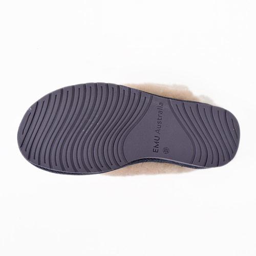 ソールには耐久性のあるTRPラバーと、足を快適にサポートするEVAラバーを使用しています