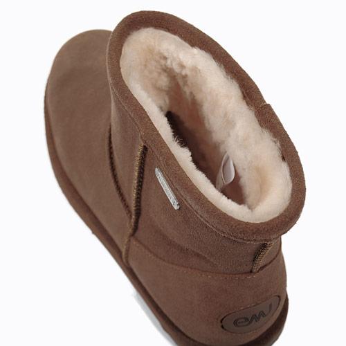 内側のシープスキンは抗臭効果が高く、通気性が良いのでブーツ内の湿気を抑え、さらっとした履き心地