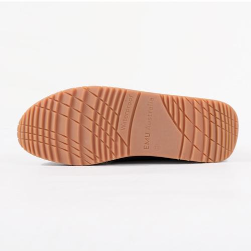 柔らかくクッション性と耐久性を兼ね備えたEMUソールは、一日中着用しても快適です◎