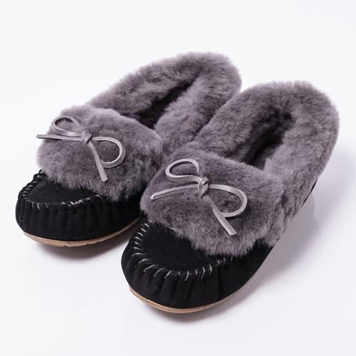 emuで大人気の「AMITY CUFF(アミティカフ)」シリーズが、履き口にたっぷりとファーをプラスしたデザインで新登場!