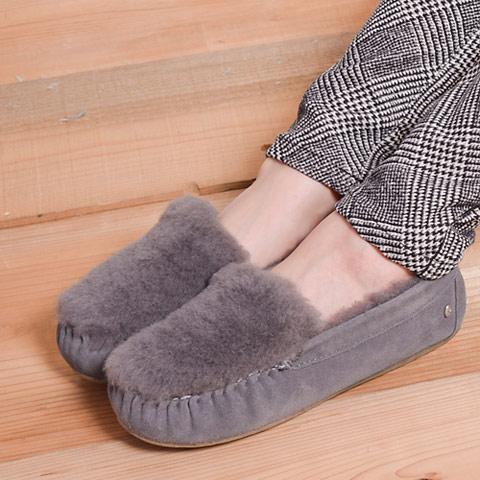 emuで定番人気の「CAIRNS」シリーズから、今季はトレンドのファーを贅沢にオンしたデザインが新登場です!