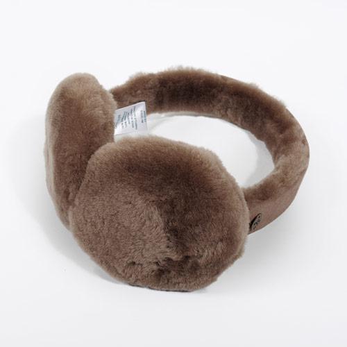 ムートンブーツの暖かさを耳元でも実感できるイヤーマフです
