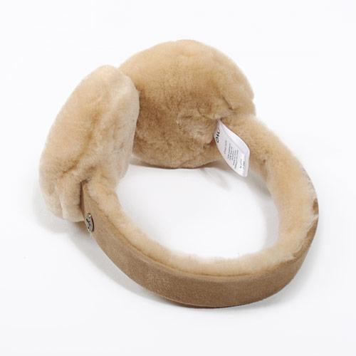 ふわふわのムートンが耳を包み込んでくれます