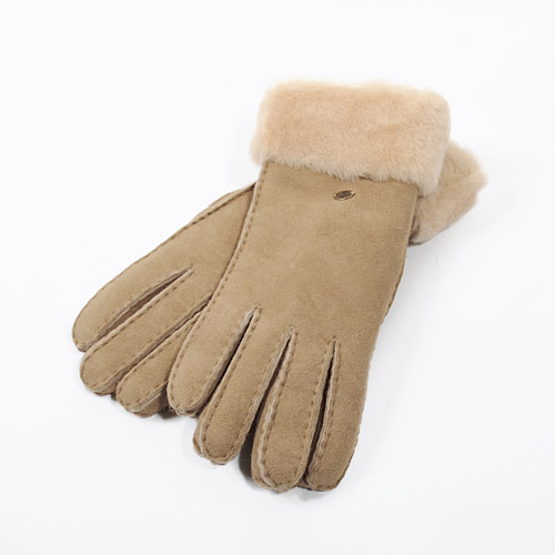ムートンブーツの暖かさを手元でも実感できるグローブです