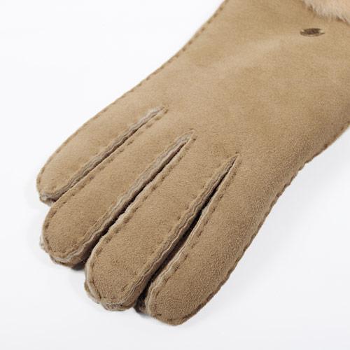 伸縮性があり、自分の手の形に馴染んでいくので、使えば使うほど心地がよくなります