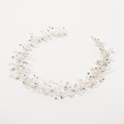 小枝をモチーフにした、繊細で華奢なフォルムが可愛いパールヘッドドレス