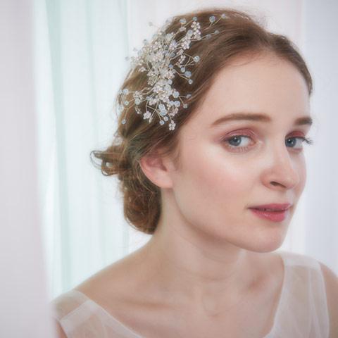 小枝をモチーフにした乳白色のストーンとビジューが輝くヘッドドレス