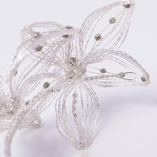 花びらにワイヤーが入っているので、好きな形や向きに立体感を出すことができます