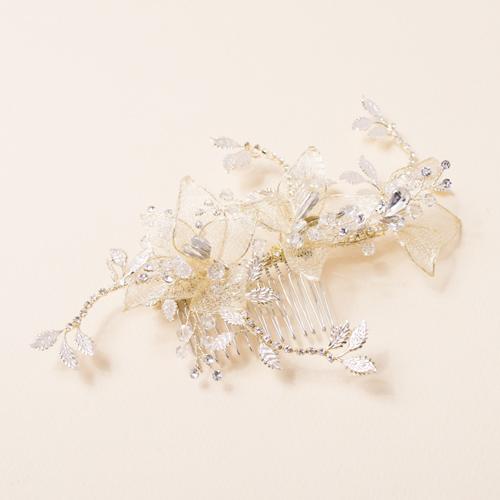 フラワーモチーフとビジューのバランスが絶妙なデザインのヘッドドレスです☆