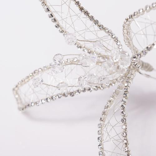 花びら部分は柔らかいワイヤーが入っており、自由に動かして立体感を出すことができます