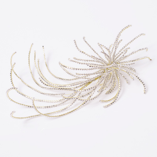 一粒一粒が光り輝き、流れるような曲線が美しいヘッドドレス