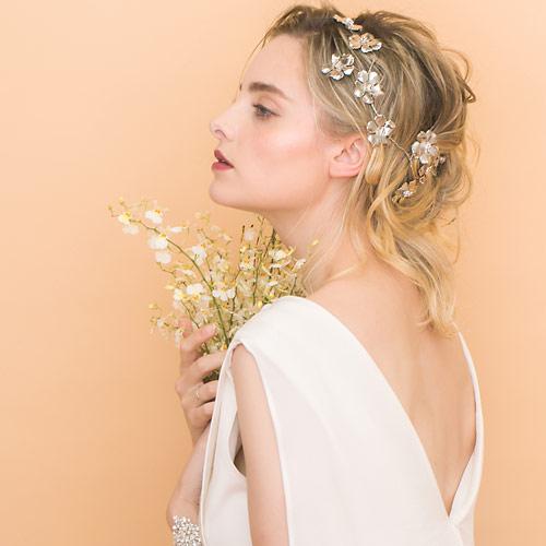 アンティーク調の輝きを放つフラワーモチーフヘッドドレス