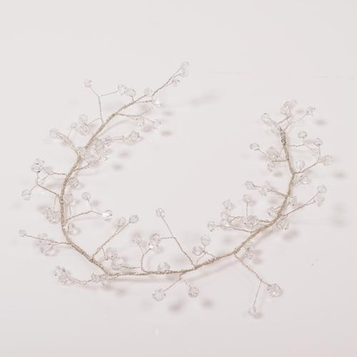 小枝をモチーフにした、繊細で華奢なフォルムが可愛いヘッドドレス