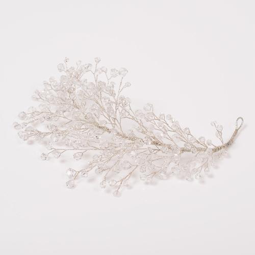 小枝をモチーフにした、ナチュラルな輝きを添えるヘッドドレス