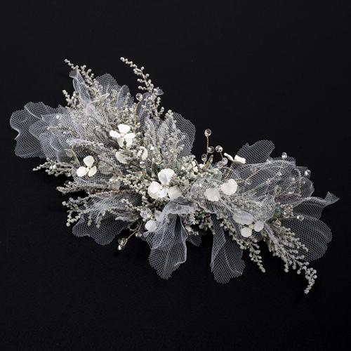 プリザーブドフラワーとチュールの組み合わせが絶妙なヘッドドレス
