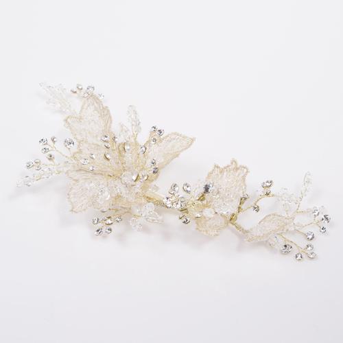 淡いゴールドの刺繍でつくられた花びらが高級感あるヘッドドレス