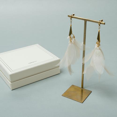 シルク素材のオーガンジーを使用したイヤリング