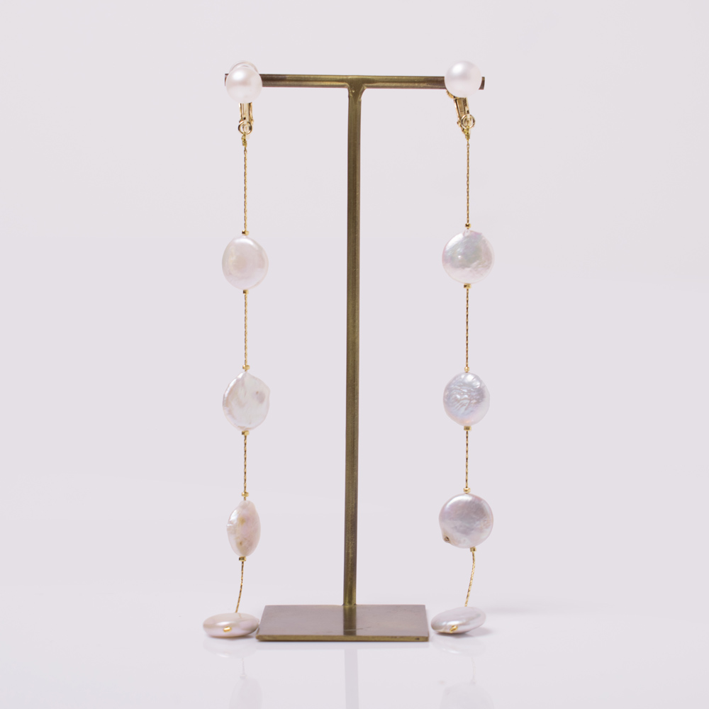 淡水パールを使用したイヤリング