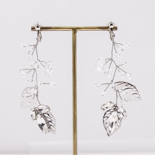 ナチュラル派の花嫁さんに人気の小枝デザインのイヤリング