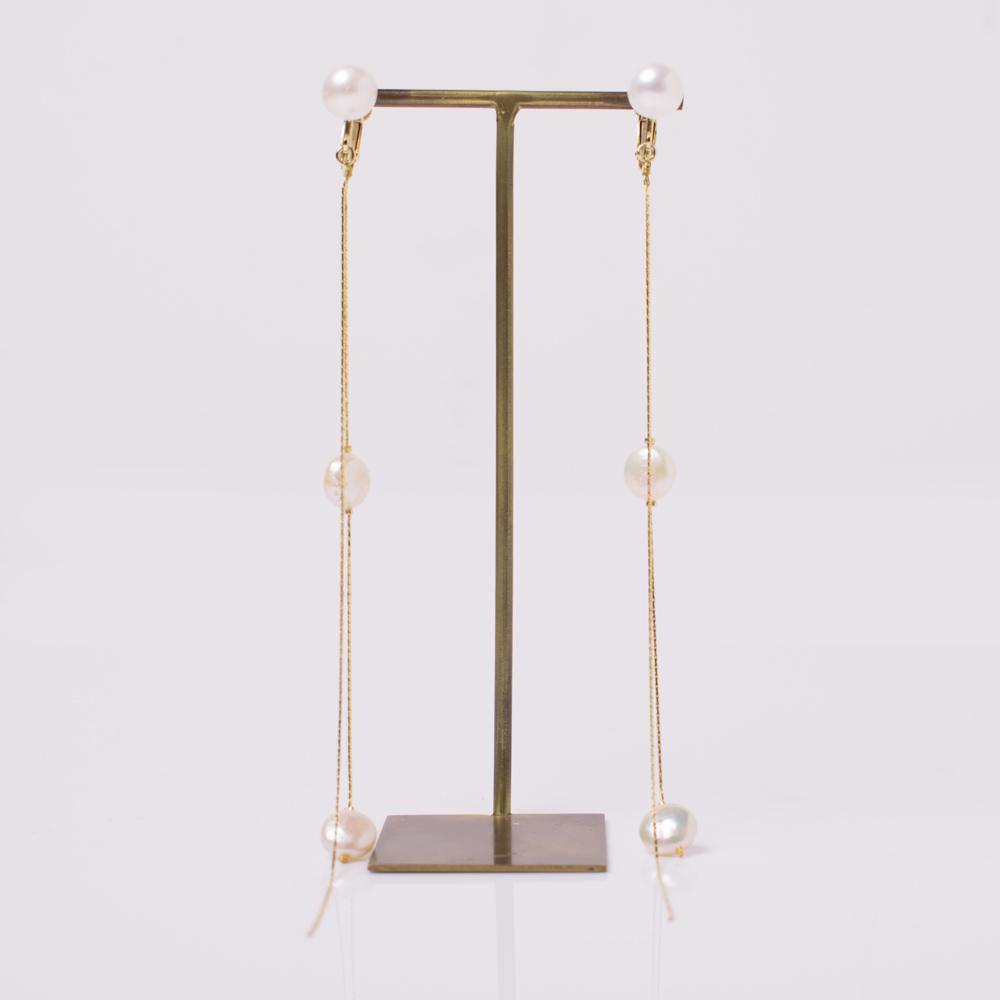 淡水パールとスウェッジチェーンを使用したイヤリング