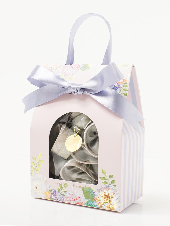 そのまま手渡せる「オリジナル花柄ギフトBOX」に入れてお届けします