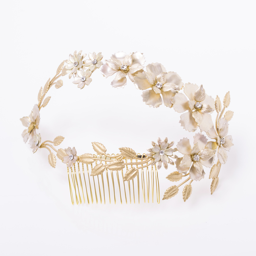 華やかな花々とスワロフスキーの上品な輝きが美しいヘッドドレス