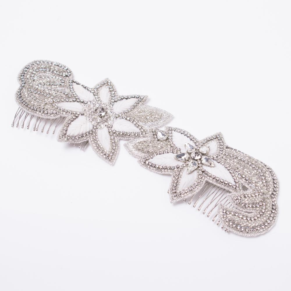 リボンで刺繍したフラワーモチーフが美しいインドビジューのヘッドコーム