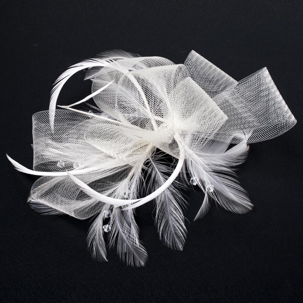 冠羽のようなフェザーと、張りのあるメッシュ生地のリボンが特徴的なヘッドドレス